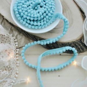 Тесьма с маленькими помпонами голубая